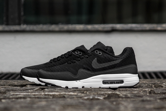 fc2be016daa Nike Air Max 1 Ultra Essential Preto   Branco 21 10 2016