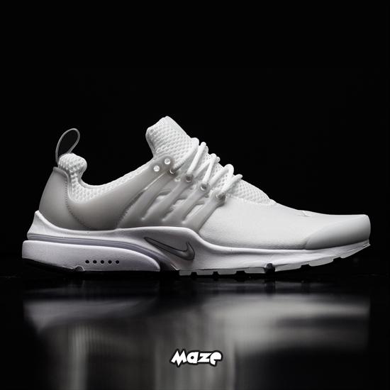 ed09ddfb1c O Tênis Nike Air Presto Essential Branco busca inspiração no conforto e  leveza proporcionados por uma camiseta para oferecer a mesma sensação aos  pés.